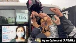 Задержание вышедших на протест в Алматы. 1 мая 2021 года.
