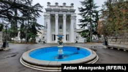 Фонтан в парке санатория «Украина» («Родина») в Гаспре
