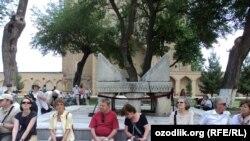 Туристы в древнем Самарканде