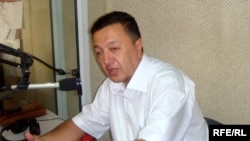Azerbaijan -- Chief Editor of Zerkalo newspaper Elchin Shikhli, Jul2009