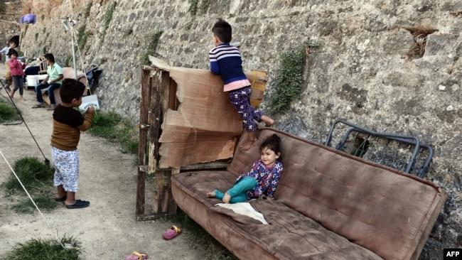 Čak i ukoliko sami ne detektuju dečju ugroženost, nadležne na to upozoravaju nevladine organizacije poput Save the children