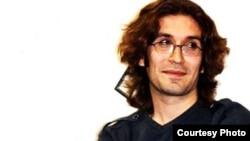 آرش صادقی، فعال و زندانی سیاسی