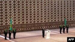 Gurbanguly Berdimuhamedowyň ikilenji möhlet prezidentlige kasam edişlik dabarasynda, Aşgabat, 17-nji fewral.