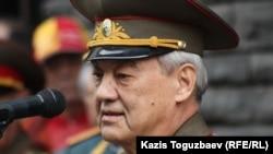 Бывший председатель КГБ Казахской ССР и КНБ Казахстана генерал-лейтенант Болат Баекенов. Алматы, 5 апреля 2012 года.
