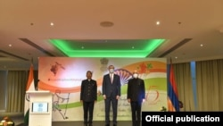 Armenia's Acting Foreign Minister Armen Grigorian (center) takes part in an event dedicated to the 75th anniversary of the independence of India, Yerevan, August 15, 2021