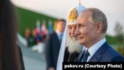 Памятник князю открыл 11 сентября 2021 года президент Путин и патриарх Кирилл