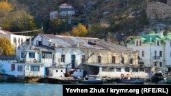 Бывшая водолечебница Гинали на набережной Назукина в Балаклаве