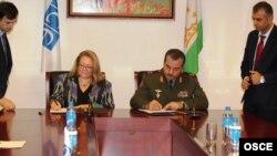 Церемония подписания соглашения о создании при минобороны РТ регионального учебного центра. Фото Муниры Шоимбековой (ОБСЕ)