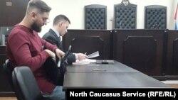 Малеков (на первом плане) и его адвокат Сергейчик