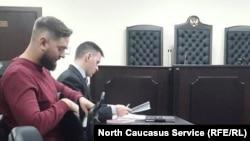 Ислям Малеков (на первом плане) и его адвокат Сергейчик