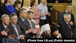 Голова УПЦ (Московського патріархату), митрополит Онуфрій (сидить, ліворуч). (Фото LB.ua)