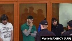 هر پنج متهم اهل ناحیه چچن در قفقاز شمالی هستند.