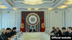 Алмазбек Атамбаев и делегация Европарламента. Бишкек, 21 февраля 2017 года.