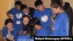 Қазақша Уикипедияның еріктілері. Алматы, 21 сәуір 2012 жыл.