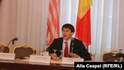 Oleg Efrim, ministrul justiției, la dezbaterea de la Chișinău