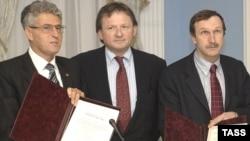 "Cопредседатели партии ""Правое дело"" (слева направо) Леонид Гозман, Борис Титов, Георгий Бовт"