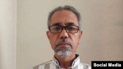 خانواده آقای فرهادپور میگویند یک گروه ۷ نفره دیشب از دیوار حیاط منزل آنها بالا رفته و رضا فرهادپور را بازداشت کردند