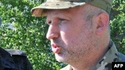 Олександр Турчинов під час поперднього візиту до зони бойових дій на Донбасі