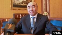 Gyrgyzystanyň ilkinji prezidenti Askar Akaýew. 2010 ý.