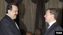 Премьер-министр Карим Масимов перед поездкой в Актобе встретился в Москве с президентом России Дмитрием Медведевым. Москва, 12 декабря 2008 года.
