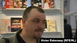 Lucian Dan Teodorovici la standul românesc de la Frankfurt