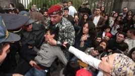Armenia - Riot police detain young opposition activists in Yerevan, 9Apr2013.