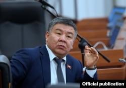 Алмамбет Шыкмаматов.