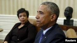 Генеральный прокурор США Лоретта Линч слушает выступление президента Обамы в Белом доме