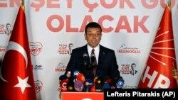 Ekrem Imamoglu CHP-nin ofisində çıxış edir