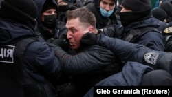 Сутички учасників акції ФОПів на майдані Незалежності у Києвііз правоохоронцями, 15 грудня 2020 року