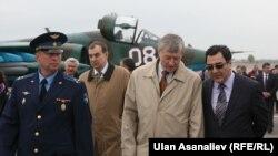 Ղրղըզստան -- ՀԱՊԿ ղեկավարները «Կանտ» ռազմակայանում, 15-ը ապրիլի, 2013