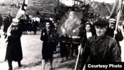 Смоленск. Демонстрация в честь дня рождения Гитлера. Кадр из немецкого пропагандистского фильма