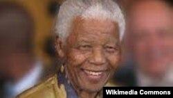 Жанубий Африка Республикасининг собиқ президенти Нелсон Мандела.