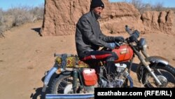 Hytaýda ýasalan motosikller Russiýada öndürilen motosikllere görä bahasynyň arzanlygy bilen tapawutlanýarlar.