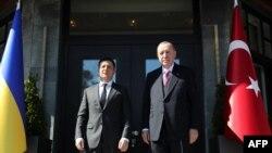 Турскиот претседател Реџеп Таип Ердоган и украинскиот претседател Володимир Зеленски на средбата во Истанбул, 10.04.2021