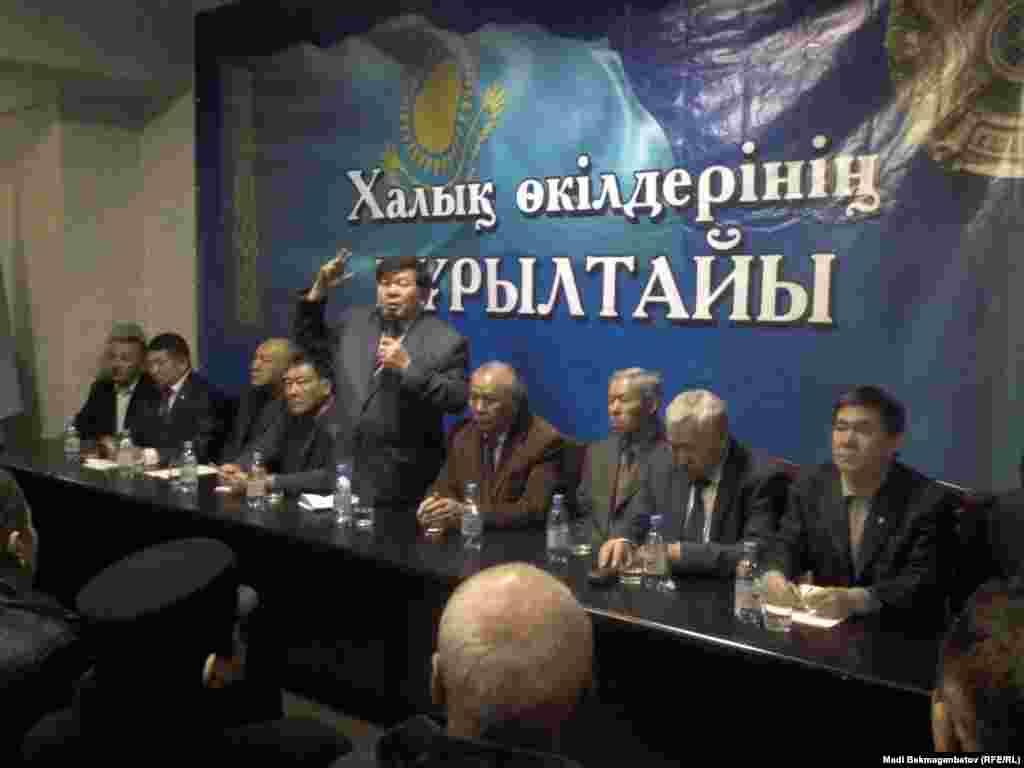 23 ноября в Алматы прошел первый «Курултай представителей народа», в ходе которого было заявлено о создании Казахского национального совета. На курултае был составлен список требований к властям Казахстана из 23 пунктов, среди которых – повышение статуса казахского языка и отказ от членства в Евразийском союзе. Целью проведения курултая организаторы называли необходимость объединения национально-патриотических сил в Казахстане.