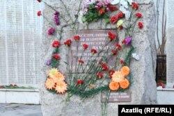 Архангел зиратындагы мемориал комплекстагы таш