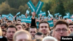 Is there a latent anti-establishment wave in Russia? And Can Navalny ride it?