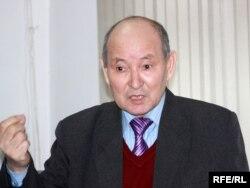 Жазушы Сұлтанәлі Балғабаев.