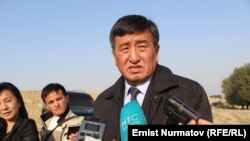 Сооронбай Жээнбеков отвечает на вопросы журналистов.
