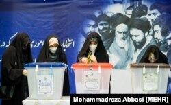 حضور زنان در حوزه رأیگیری جماران در انتخابات ۱۴۰۰
