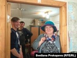 Женя Романюк и Лариса Александровна в его шляпе