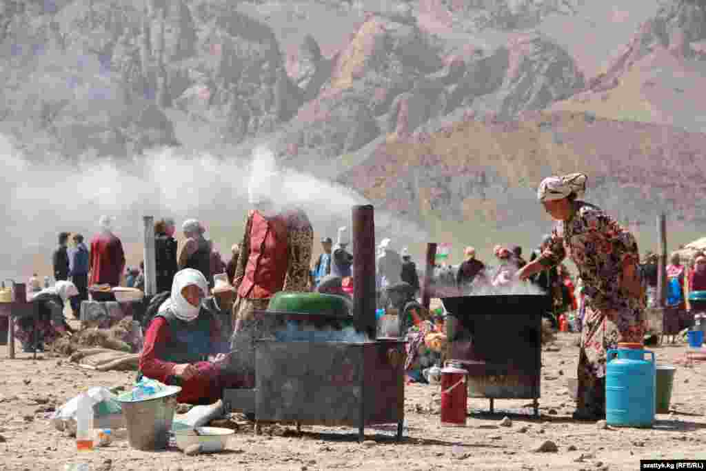 Traditional Kyrgyz meals are prepared at the festival.
