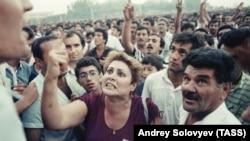 Митинг после трехдневной забастовки большинства предприятий Баку на площади Ленина, 1989 год