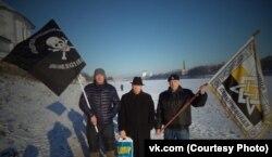 Иванов (по центру) с друзьями на Крещение в Пскове