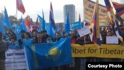 Акция протеста против массового задержания представителей этнических меньшинств в Китае. Женева, 6 ноября 2018 года.