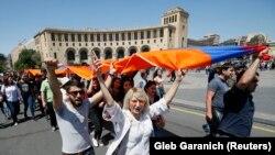 Демонстранты в Ереване, 2 мая 2018 года