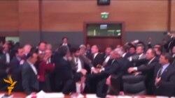 Түркия: иммунитет талашы парламентте мушташка жеткирди