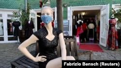 Korona virus mogao bi biti šansa za resetiranje i potpuno preoblikovanje lanca vrijednosti modne industrije.