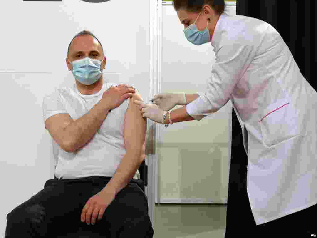 МАКЕДОНИЈА - Ако продолжи трендот на сегашната епидемиолошка состојба во државата со мал број на пациенти кои се лекуваат во болниците, може да се случи во август или на почетокот на септември да се прогласи крај на епидемијата, изјави денеска министерот за здравство Венко Филипче на трибина насловена Вакцинација и предизвици со Ковид-19.